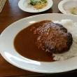 本日のランチはコスパ日本一・税込み783円でサラダバー・フルーツバー食べ放題+ハンバーグカレー大盛りのフォルクス針中野店へ。