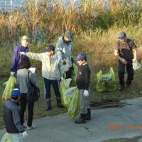 五十嵐川堤防のゴミ拾いに参加