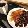ワッフルwithチョコレートソース&キャラメルソース