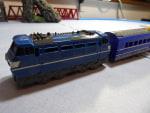 ダイソー プチ電車 を プチ改造して プラレールの上を走らせてみた。