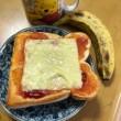 甘ったるいカフェオレ、チーズのせパンに合うのか