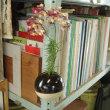丸花瓶にワイルドフラワー