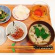 納豆ごはんと小松菜の煮浸しの 朝ごはん