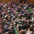 安倍首相が野党の国会質問の時間を削減しようとするのは、議会に対する責任放棄だ。