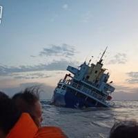 貨物船に穴が開き沈没,乗組員13人は救助された  中国