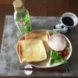 8/18(金)朝食(食パン、サラダ、コーヒー)。