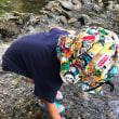 孫と初めての川遊び
