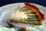 上品で軽やかなグリーンアスパラガスとモッツアレラチーズのキッシュ