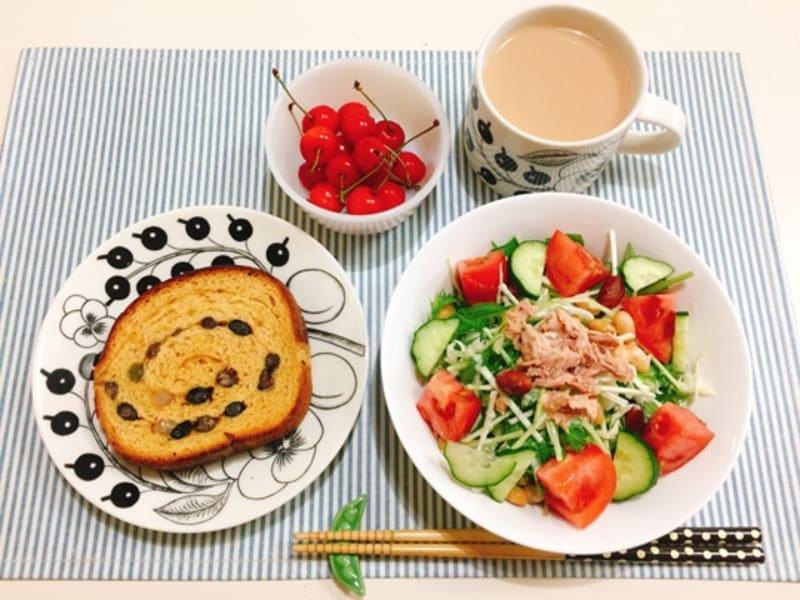 ツナサラダの朝ごはんと「カルディ」の燻製ドレッシング