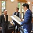 敬老の日に100歳をむかえる青谷さんを、橋本昌知事と表敬訪問
