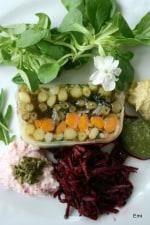 グリーンアスパラガスを主とする春野菜のテリーヌのサラダ