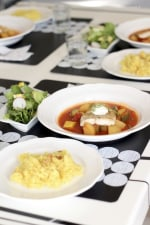 白身魚のソテーたっぷり野菜のトマトスープ仕立て