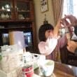 蘭菜ちゃんはぱーちゃんの食事のお手伝いをしました。