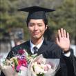 パク・ボゴム、明知大学の卒業式で笑顔「後悔なく、よくやった」