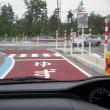 ラウンドアバウト交差点で周回する車