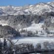 雪国の集落とローカル線