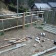雪の舞う中 朝から大人の工作竹垣作り