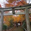 紅葉にすっぽり抱かれた「山科聖天」。「毘沙門堂門跡」から足をのばして訪れたい場所