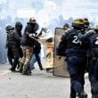 フランスで大規模スト&各地で反マクロンのデモ