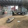 「やかん体、転倒する。」を金沢駅前に見た