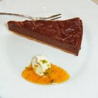 フルーツホオズキソースを使った珍しいチョコレートチーズケーキ!
