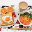 「ラピュタパン」と にんじんサラダの朝ごはん