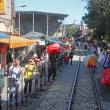 のんびり・台湾 ローカル鉄道旅 列車は人並みをかき分けて十分駅へ 2
