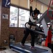 体幹リハビリ、Life Fitnesで歩行の能力をつけている女性たちの姿を見てください。