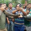 自撮り試み…自然保護官が巨大ニシキヘビに首絞められる インド