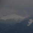 上高地スノーキャンプの話しを聞きながら、寒空に浮かぶ八ヶ岳を見る。