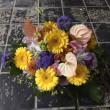色々な花を使って、可愛いラウンドスタイル。