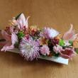 ユリと菊のテーブルの花