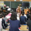 琵琶演奏の授業5年生