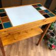 益子焼きタイルのテーブル。
