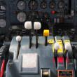 能登の地で翼を休めるYS-11