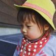 子供用ハットには首に革ひもをつけてキュッと出来る様にします