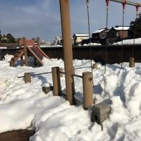 小公園も、雪置き場に。母衣町。