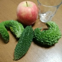 ゴーヤとリンゴ