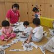 大きい新聞紙で遊びました!