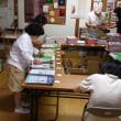 生産活動:カタログ綴じ作業