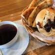 桜bakeryのパン2個とドリンク、ソフトのお得セット。