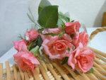 薔薇のステンドグラスとミニチュアトイレ