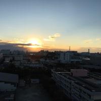 夕日は沈みかけています。寒くなってきています。7.7度です。
