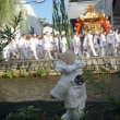 [粟田神社」の神幸祭。まばゆい神輿。子供神輿も立派。