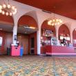 Stonesetown mall裏手のレトロな映画館。
