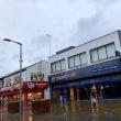 イギリス近郊都市の典型的な縮図、美しい街並みを誇るストックポートのしょぼいシャッター街、イギリスの真実