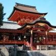 「二十二社巡り」石清水八幡・宇佐八幡神宮、鶴岡八幡宮と共に日本三大八幡宮である。八幡神は菩薩号を付して八幡菩薩とも呼び神仏習合の霊地でもある。