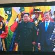 南北指導者の38度線での固い握手は東アジアの冷戦終結に向かう歴史的一歩