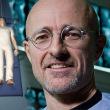 世界で初めて成功した人間の頭部移植