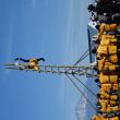 消防出初め式   きやり、纒、はしご乗りが富士山と船・飛鳥バックに映える
